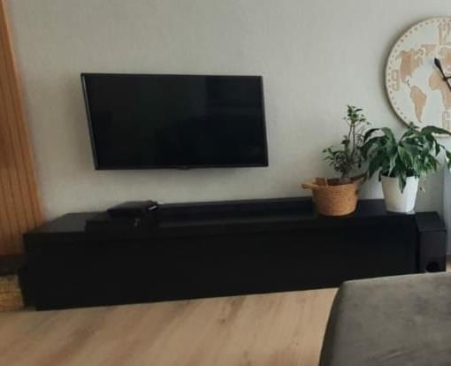 mobilje-tv-dru-shume-pak-e-perdorur-210x33x46-big-0